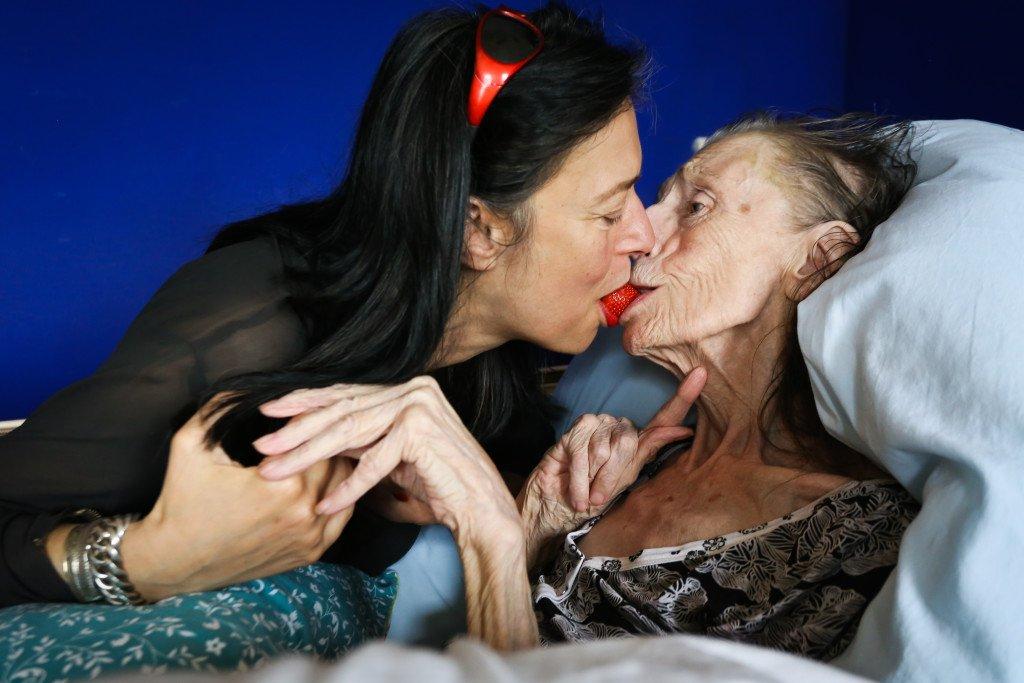 Adelheid Roosen en haar moeder. Foto: Cigdem Yuksel