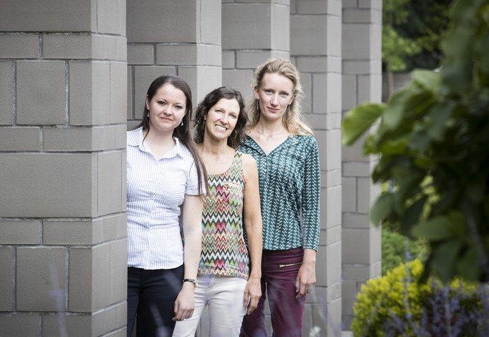 Linde (22) En Senada (23) Geven Voorlichting Over Mantelzorg