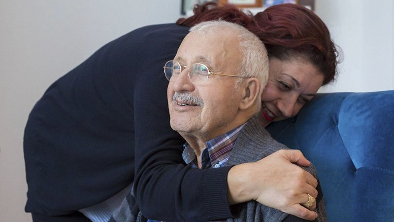 Dagboek Van Een Mantelzorger: Papa Smelt Weg – Babam Eriyip Gidiyor (Türkce Altta)